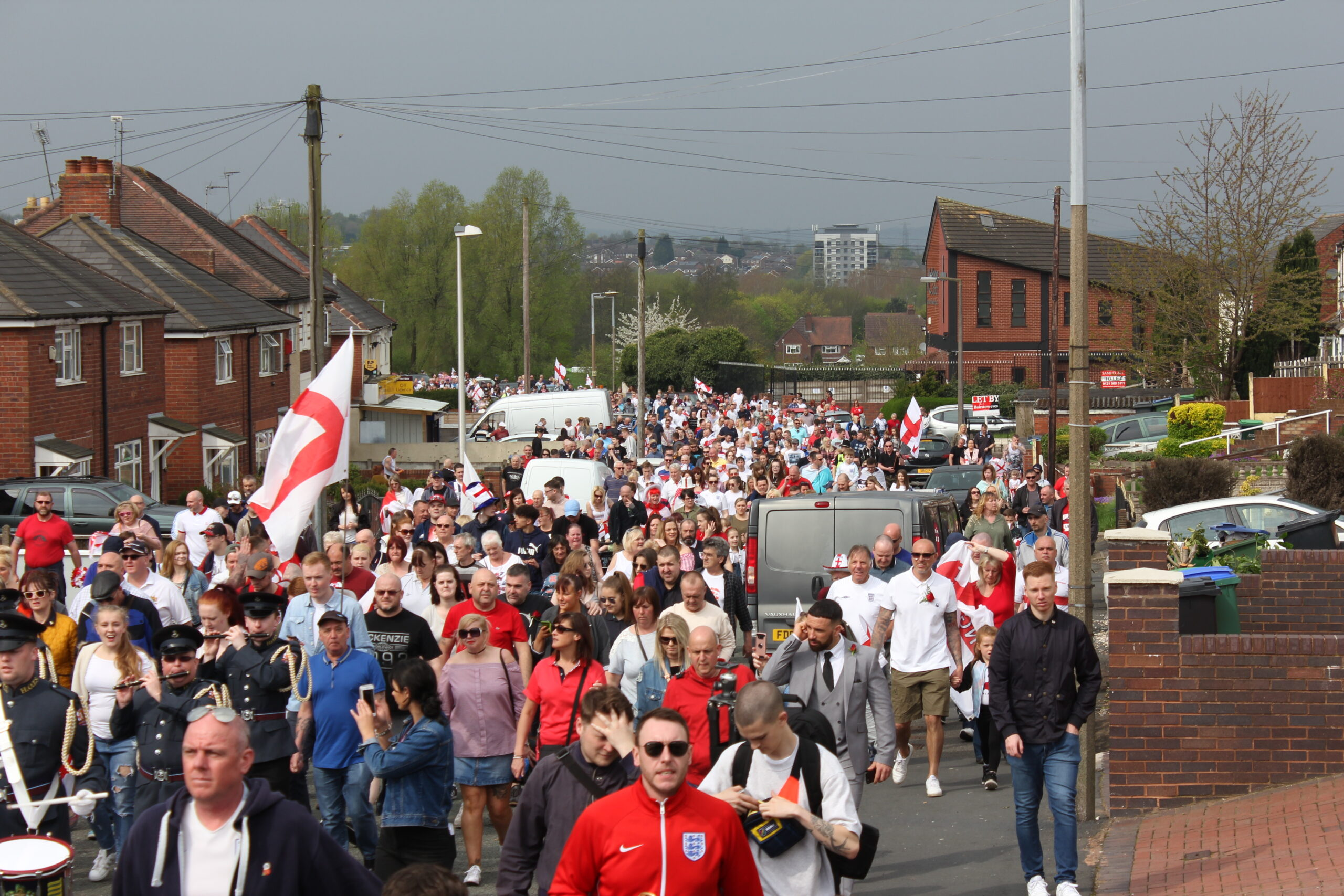 """THOUSANDS JOIN TOGETHER TO SAY: """"IT'S OK TO BE ENGLISH"""""""