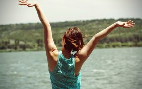 5 SIMPLE WAYS TO IMPROVE YOUR MOOD AND ENJOY LIFE